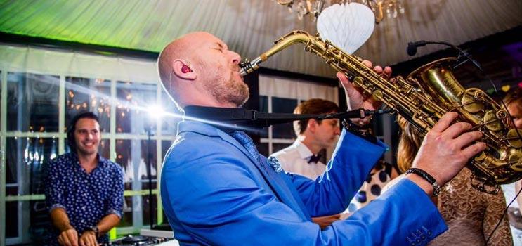 Saxofonist Tim Baker optreden boeken